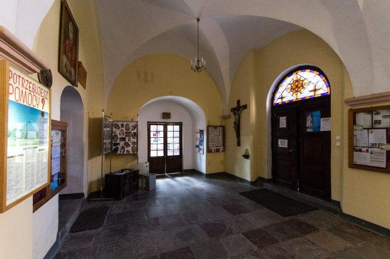 Zdjęcie wnętrza kościoła przed remontem