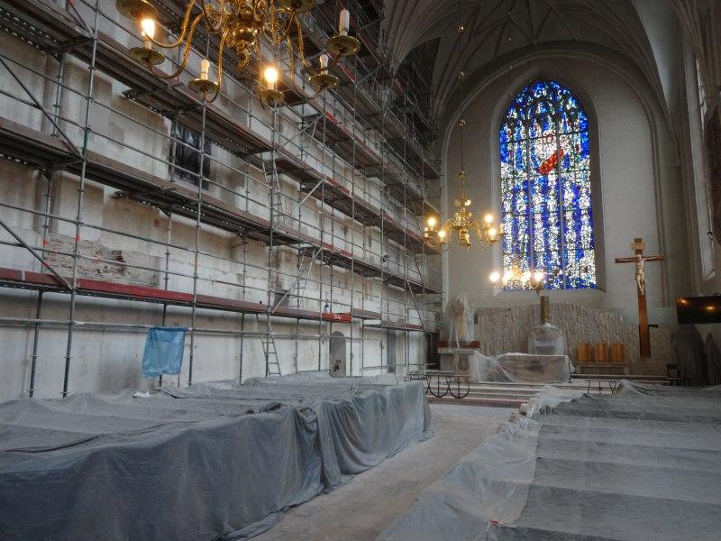 Wnętrze kościoła w trakcie remontu