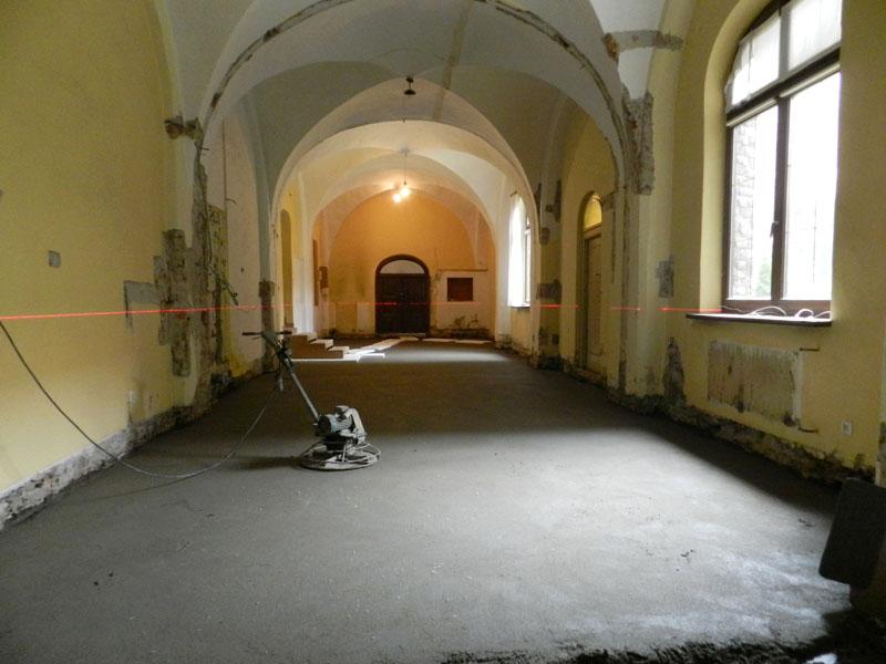 Zdjęcie prac nad podłogą