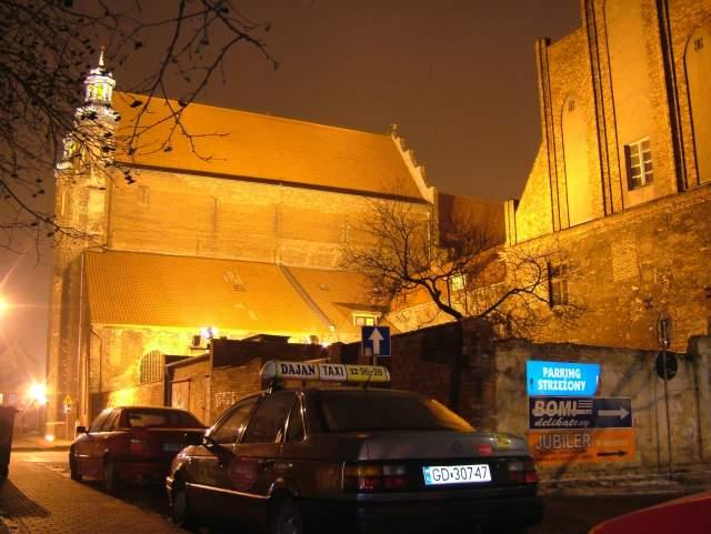 Zdjęcie nocą kościoła św. Józefa przed remontem