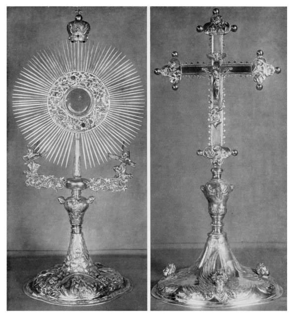 Archiwalne zdjęcia krzyża i monstrancji