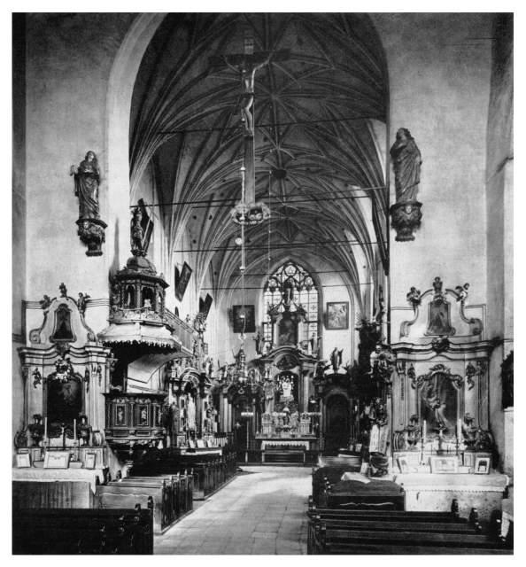 Archiwalne zdjęcie wnętrza kościoła